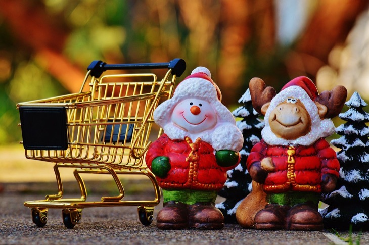 4 Tips And Tricks To Start Saving Money On Christmas Shopping NOW