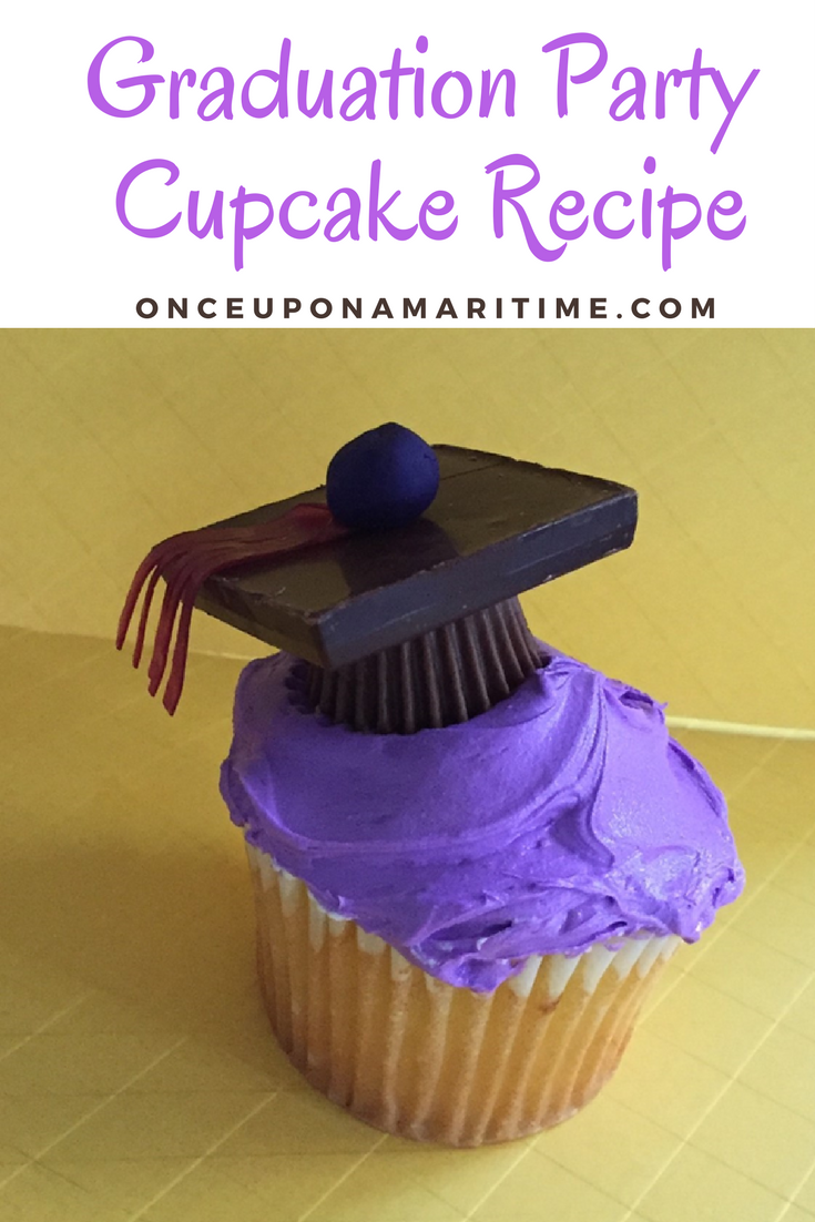 Planning A Graduation Party + Adorable Grad Party Cupcake Recipe